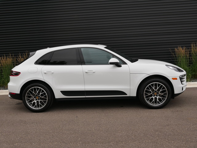 Pre-Owned 2018 Porsche Macan Sport Edition